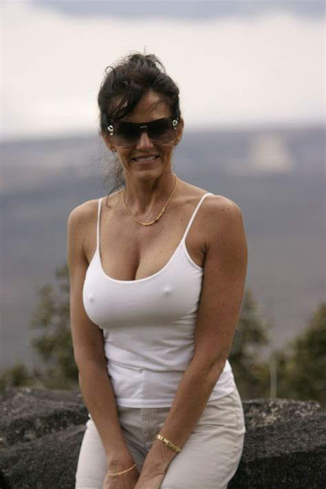 Sexy Milf With Glasses I Have A Banana By Centimeters I Like Blondes Brunettes Redheads