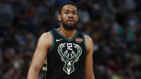 chicago native jabari parkers  year  deal