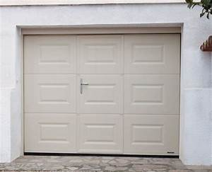 Porte de garage a cassettes motorisee et portillon integre for Porte de garage coulissante avec porte pvc