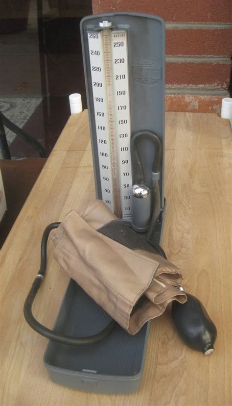 UHURU FURNITURE & COLLECTIBLES: SOLD - Sphygmomanometer