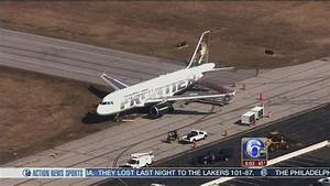 Plane gets stuck in mud at New Castle airport | 6abc.com
