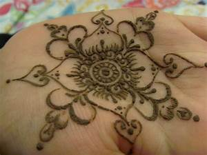 Latest Mehndi Designs For Hands: Traditional Mehndi ...