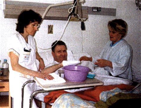 aide toilette personnes agees g 233 riatrie g 233 rontologie le p a m un outil de la d 233 marche de soin