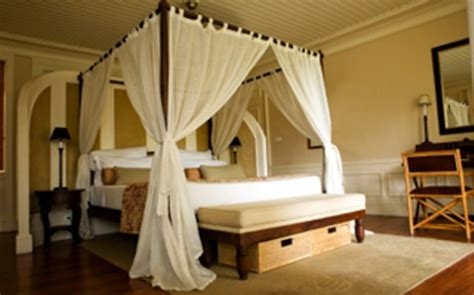 how to decorate a canopy bed decorate bedroom with colonial style