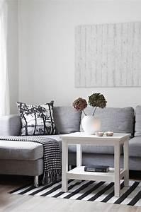 divagations autour dun canape gris cocon de decoration With tapis de marche avec plaid pour canapé gris