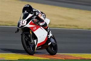 Pilote Moto Francais : dossier pilotes fran ais alan techer le rookie moto3 offbikes ~ Medecine-chirurgie-esthetiques.com Avis de Voitures