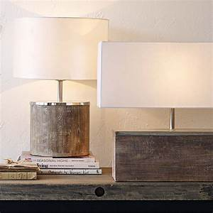 Lampe Mit Holzfuß : journelles maison die 11 sch nsten statement lampen f rs wohnzimmer journelles ~ Eleganceandgraceweddings.com Haus und Dekorationen