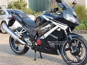 Daelim 125 Roadwin : 2011 daelim roadwin 125 r model 2012 80 km h new ~ Medecine-chirurgie-esthetiques.com Avis de Voitures
