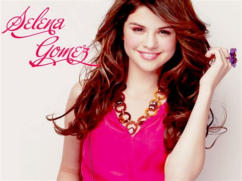 Lovely Wallpapers Selena Gomez Cute Wallpapers 2013