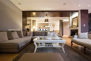 deco salon gris et taupe pour un interieur raffine ideeco With deco salon marron et gris
