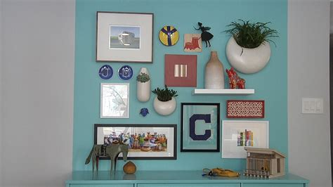 How To Arrange Pictures On A Wall Youtube
