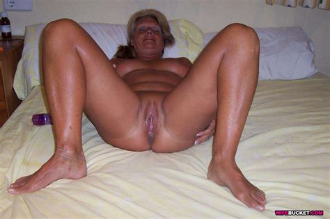 wife bucket naked wives home porn amateur swingers and more