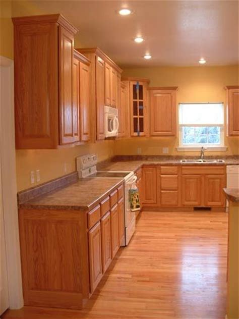 kitchen floor ideas with oak cabinets 36 best images about kitchen on paint colors 9371