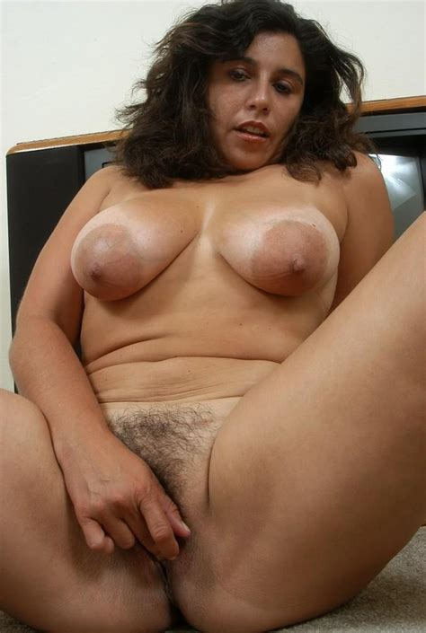 mature gloria saggy big tits with big areolas and hairy pussy mature porn photo