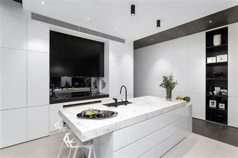 cuisine moderne blanche plan de travail marbre
