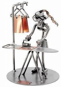 Figuren Aus Schrauben : figuren aus schrauben und muttern metallfigur frau mit b gelbrett das schraubenm nnchen ~ Buech-reservation.com Haus und Dekorationen