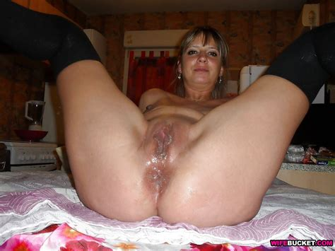 Wifebucket Wife Is Nude And Spreading