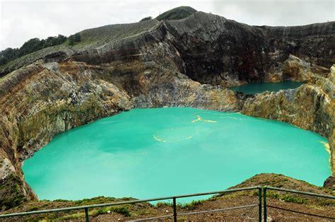beautiful scenery   world kelimutu mountain  lake flores