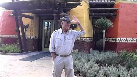Jack Hanna at Busch Gardens Animal Care Center - YouTube