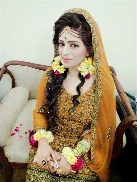 pin     mehndi brides indian wedding bride