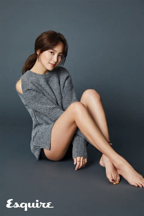 black button skirt jung hye sung shows mile legs for 39 esquire