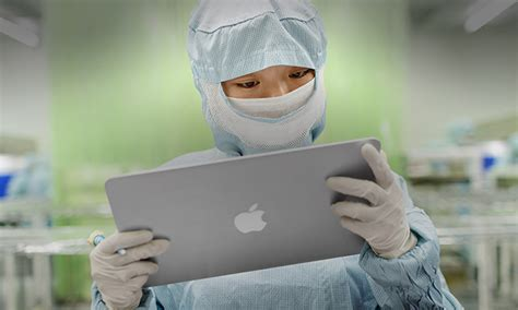 iphone factory foxconn s foxbot robots will assist human workers at