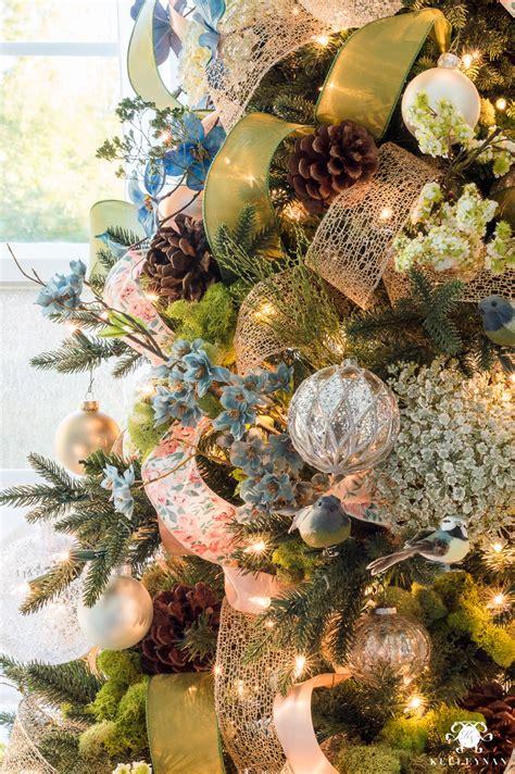 decorate  christmas tree  ribbon kelley