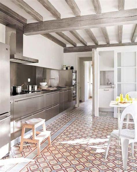 cuisines blanches et grises 12 idées déco pour maison de cagne stylée côté maison