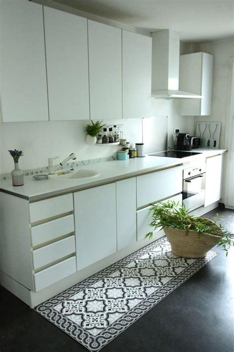 peindre carreaux cuisine peindre du ciment au sol 2 tapis vinyl effet carreaux