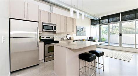 modern condo kitchen design jak zaprojektować kuchnię nowoczesna kuchnia beżowa 7593