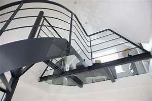 Deco Marche Escalier : photo dh82 spir 39 d co dalle de verre escalier int rieur design et passerelle en acier et ~ Teatrodelosmanantiales.com Idées de Décoration