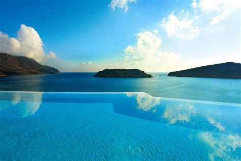 Infinity Pool : Exquisite Infinity Pools That Will Blow Your Mind