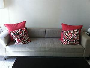 Modern pillows for sofas accent couch and pillow ideas for for Sectional sofa with throw pillows