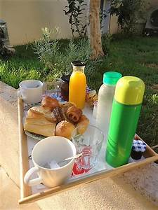 Petit Dejeuner Au Lit : son petit d jeuner au lit villa du roc fleuri ~ Melissatoandfro.com Idées de Décoration