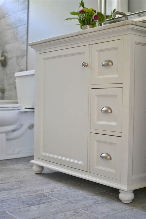 Small Bathroom Cabinet Ideas by 25 Best Ideas About Small Bathroom Vanities On