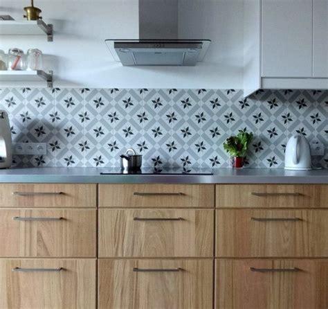 carreau ciment credence cuisine plan de travail cuisine 50 idées de matériaux et couleurs