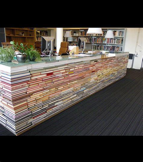 receptionniste de bureau ces livres servent à fabriquer un bureau