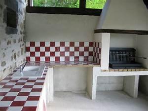 la cuisine d39ete et son barbecue With carrelage exterieur pour barbecue
