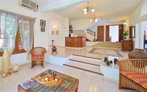 Beautiful Spanish Villa 5 Bedrooms + 1 Bedroom House West