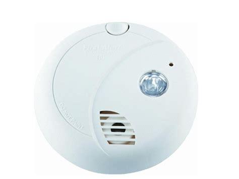 smoke detector red light solid first alert smoke alarm w escape light