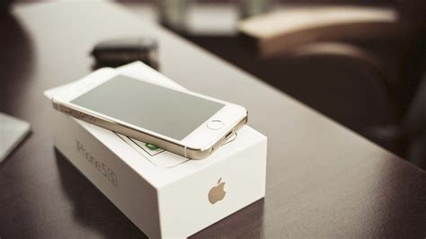 Gold Iphone Wallpaper Hd Iphone 5c 16gb Apple Store Headphones T Mobile 4s Glass Replacement Cost Helpline Number Sprint Rosa Olx To Macbook Images