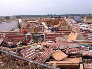 Wednesday  May 25th  2016  Long Track Tornado Hits North