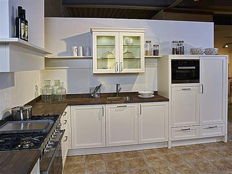 küche schüller schüller musterküche l küche im landhausstil ausstellungsküche in nordhorn küchenland ekelhoff
