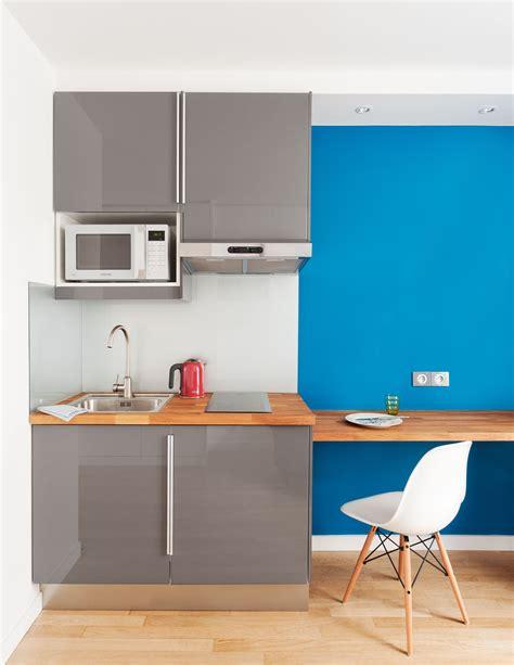 cuisine ikea petit espace cuisine gris laqué abstrakt ikéa avec un frigo encastré