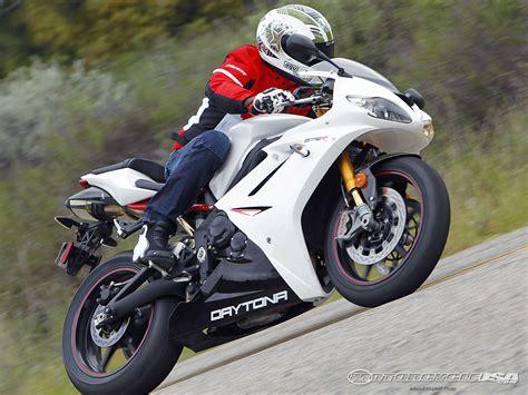 Motorcycles Of Daytona by 2011 Triumph Daytona 675r Supersport Shootout Photos