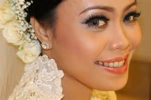 makeup for wedding day how to look at your best on your wedding day bridal make up globezhair
