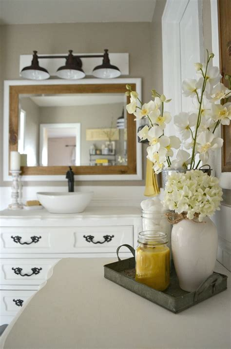 Modern Yellow Bathroom Decor by How To Easily Mix Vintage And Modern Decor Bathroom