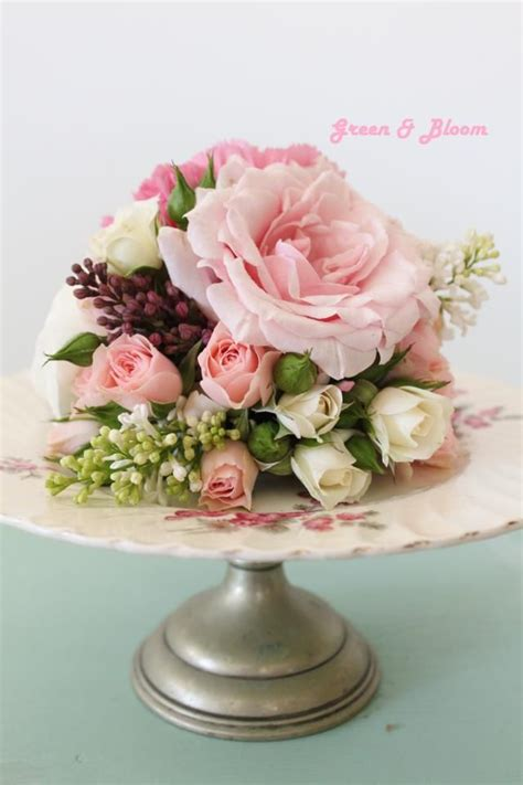 beautiful fresh flower cake topper with roses and closed