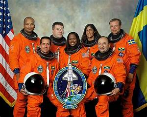 File:STS-116 crew.jpg - Wikimedia Commons