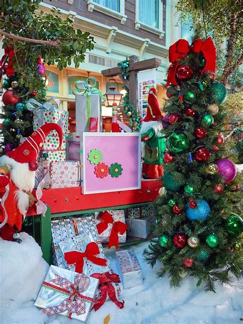 zootastic park christmas wonderland lights sam 39 s town kicks off holiday season with tree lighting